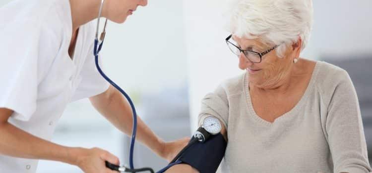 Santé: Pour un senior, comment trouver facilement une infirmière à domicile ?