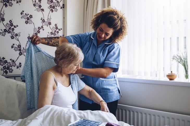 Hai le qualità necessarie per diventare un assistente per gli anziani?