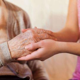 Aide à domicile et Alzheimer : une assistance de vie nous explique